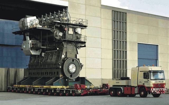 Большой дизельный двигатель