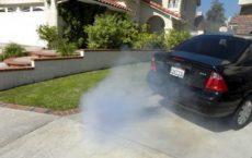 Дымит дизельный двигатель сизым дымом