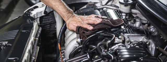 Мойка двигателя автомобиля