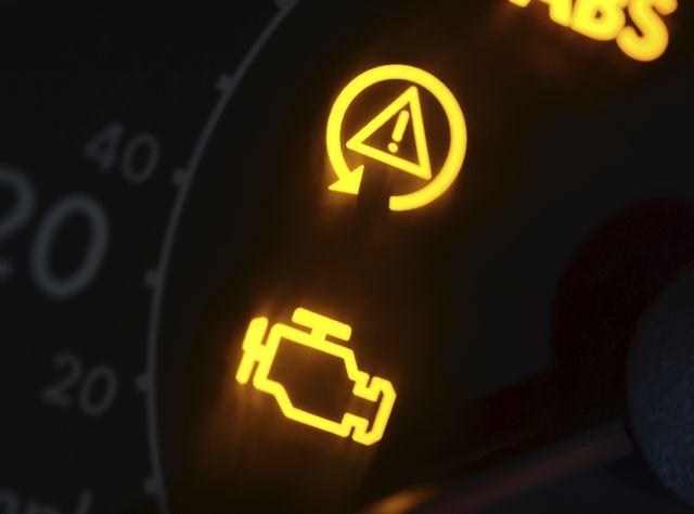Что значит когда горит чек в машине
