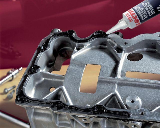 Нанесение автомобильного герметика
