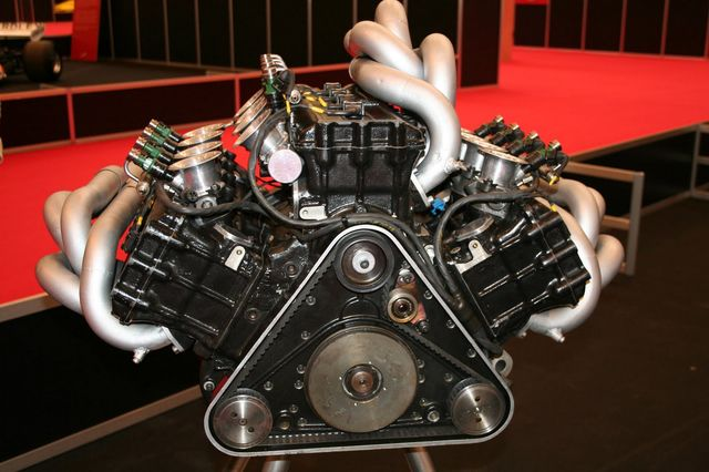 W образный двигатель