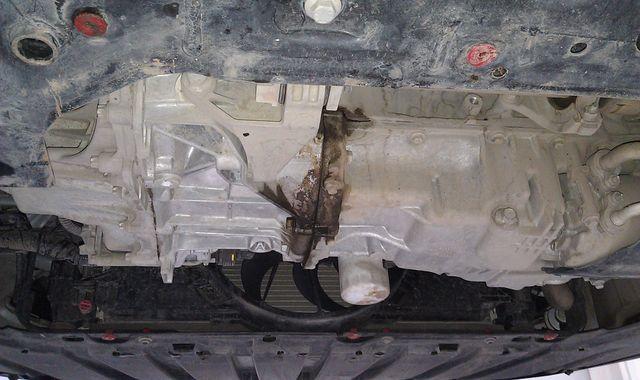 Течь масла между двигателем и коробкой передач