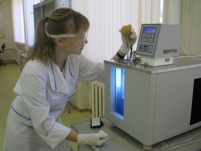 Испытания масла в лаборатории