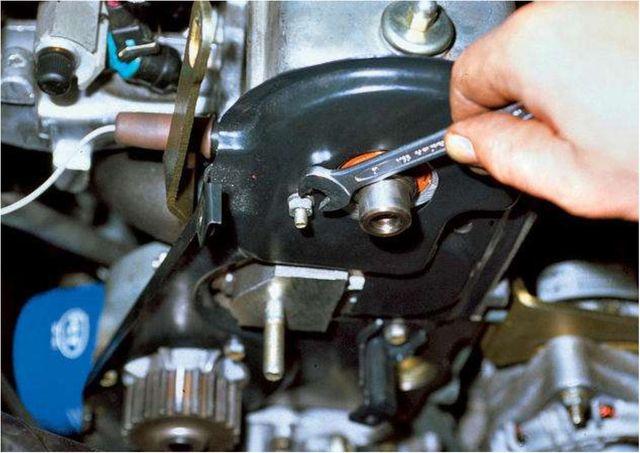 Снятие помпы с двигателя