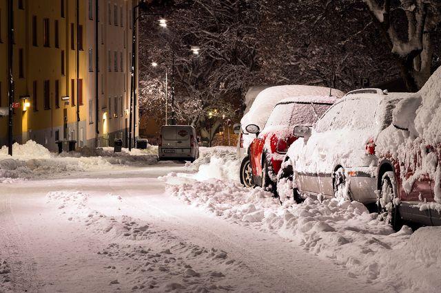 Ночь, снег и машины