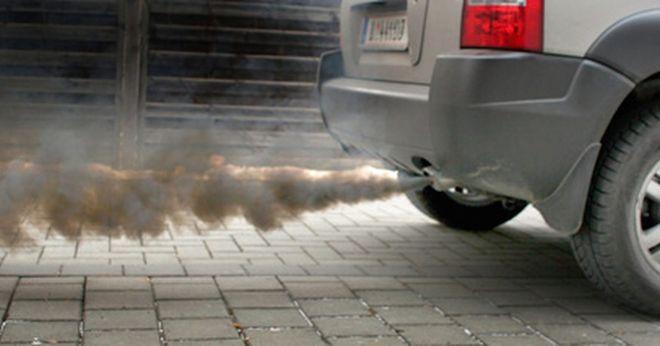 Черный дым автомобиля