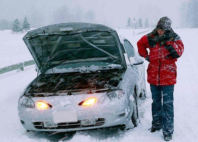 Заглохла машина на зимней дороге