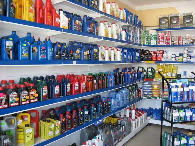 Выбор моторного масла в магазине