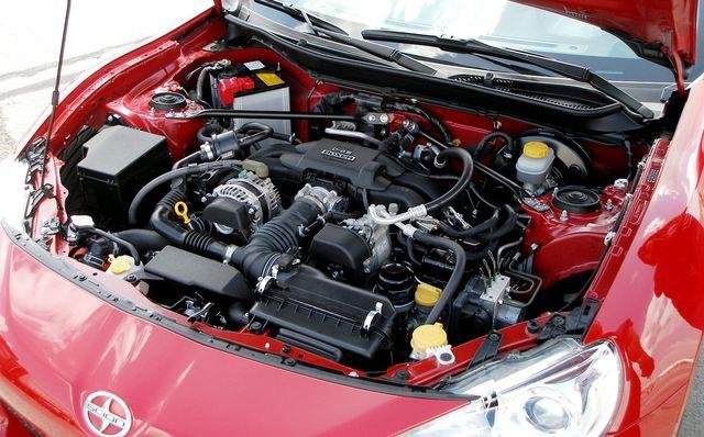 Двигатель под капотом