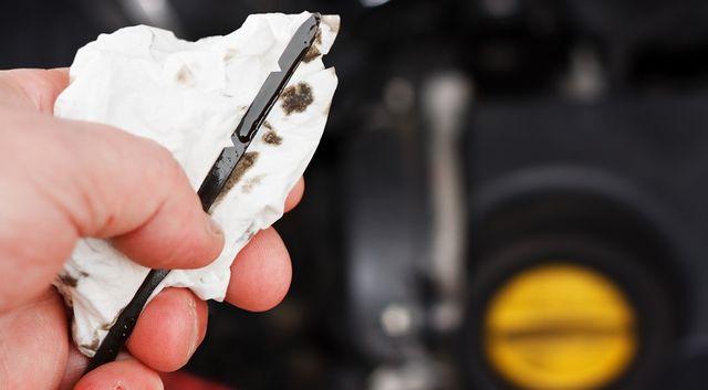 Уровень масла в двигателе
