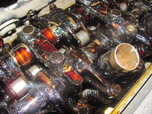 Как узнать, какое масло залито в двигатель: методы проверки
