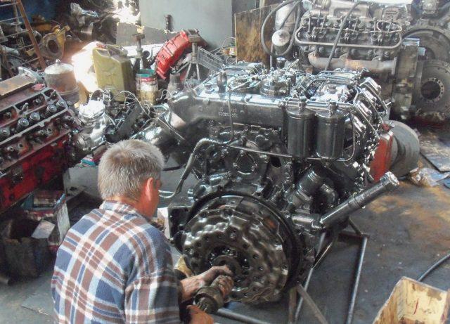 Мотор Д260 в процессе ремонта
