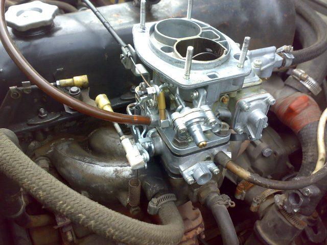 Карбюратор на двигателе