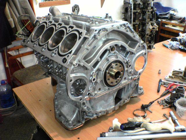 Разобранный мотор М62