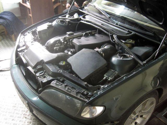 Мотор BMW S54 под капотом автомобиля
