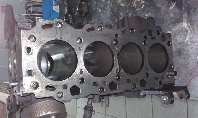 Разобранный мотор D-4D