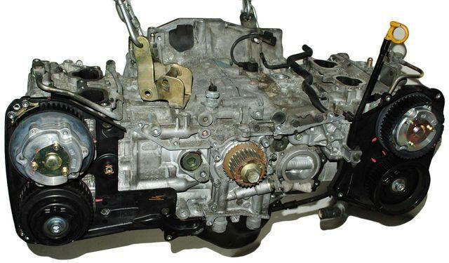 Общий вид двигателя Subaru Forester