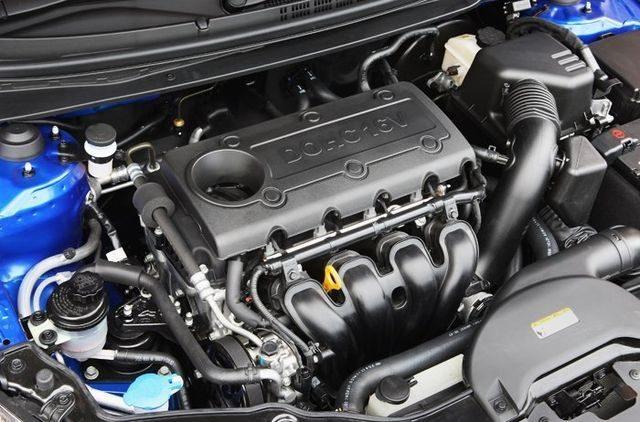 Двигатель G4KE в подкапотном пространстве