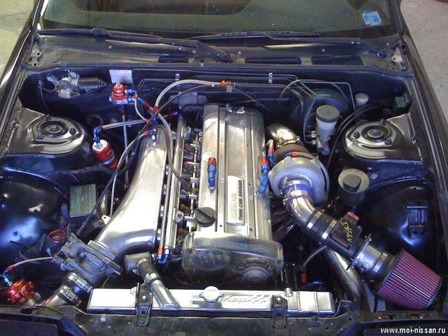 RB20 под капотом автомобиля