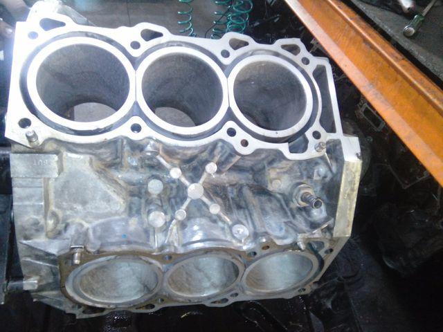 Блок цилиндров VQ40DE