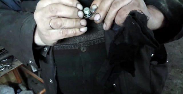 Меняем уплотнительную прокладку сливного болта Шевроле Круз