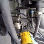 Откручиваем топливный фильтр Шевроле Кобальт