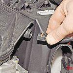 Демонтируем трубку вакуумного усилителя тормозов Рено Дастер