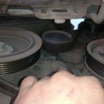 Снимаем ремень генератора Рено Кенгу
