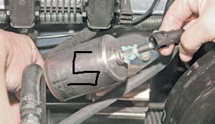 Снимаем топливный фильтр Дэу Ланос