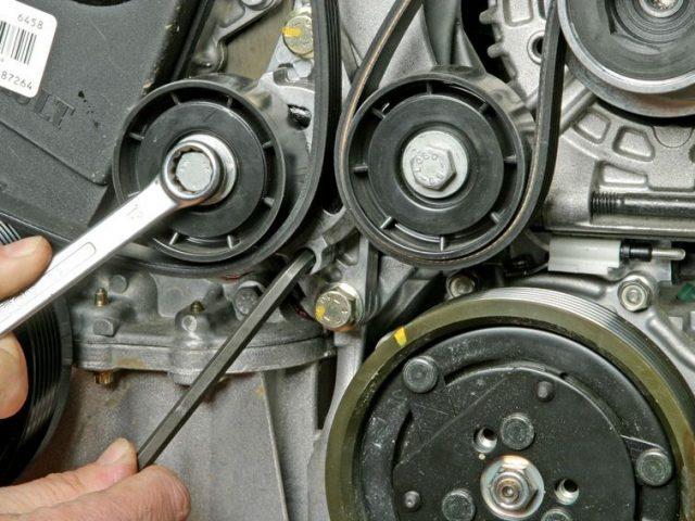 Замена ремня вспомогательных агрегатов Renault Megane