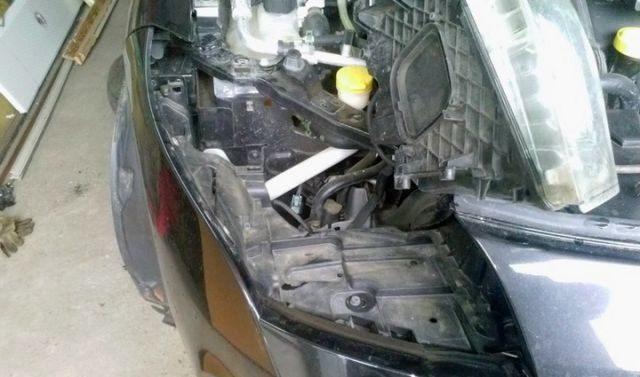 Вынимаем фару Renault Megane (дизель)