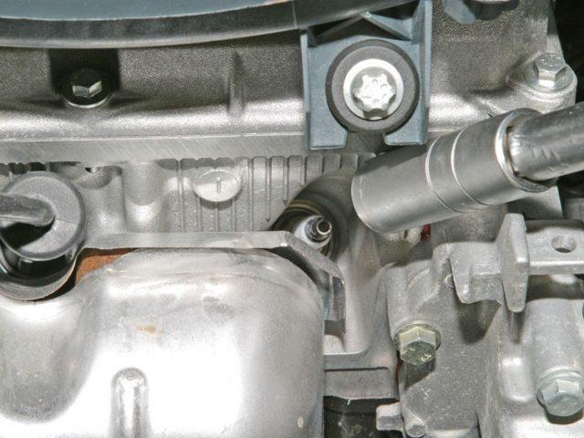 Замена свечей зажигания Renault Sandero 8клапанов