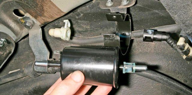 Замена топливного фильтра Citroen C3