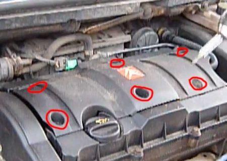 Откручиваем верхнюю крышку Citroen C5