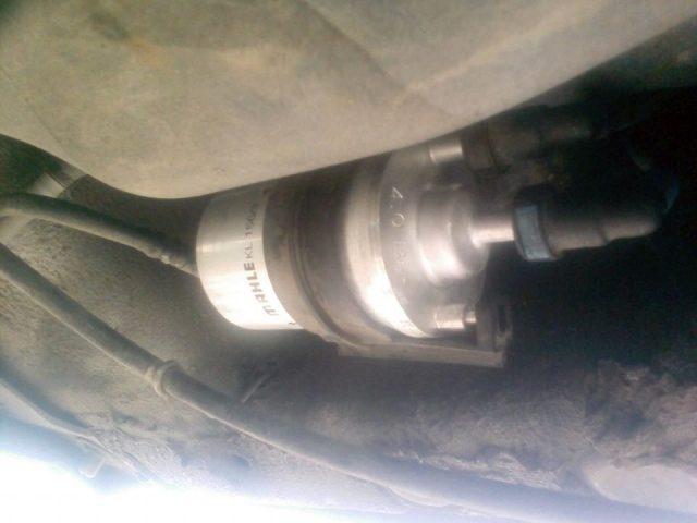 Новый топливный фильтр на Skoda Fabia
