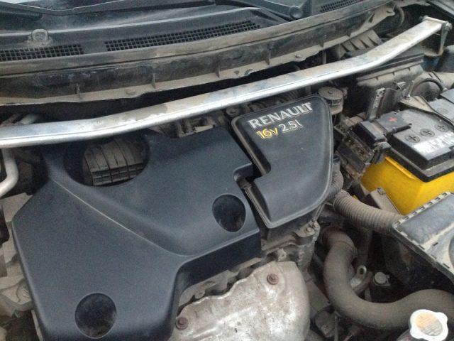 Снимаем верхнюю крышку двигателя Renault Koleos