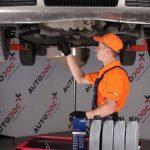 Снимаем защиту двигателя Skoda Octavia Tour
