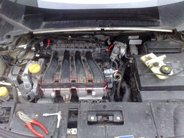 Снимаем защитную крышку мотора Renault Scenic