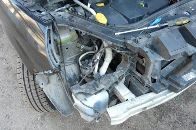 Снимаем фару Renault Scenic (дизель)
