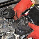Откручиваем топливный фильтр Peugeot 207