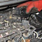 Вынимаем дроссельный узел Peugeot 207