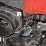 Откручиваем дроссельный узел Peugeot 207