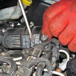 Вынимаем колодки питания Peugeot 207