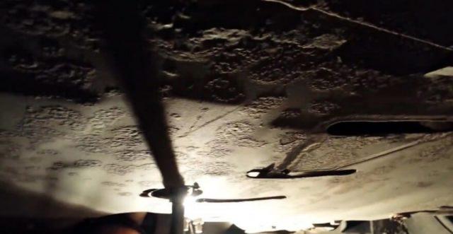 Закручивание сливной пробки двигателя Шевроле Круз