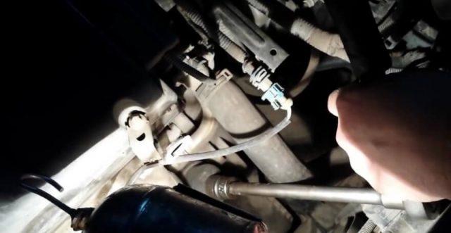 Расположение масляного фильтра Шевроле Круз