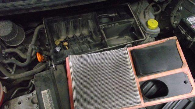 Воздушный фильтр снятый с автомобиля